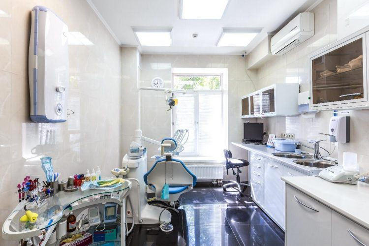 Кабинет стоматолога в хорошей современной клинике